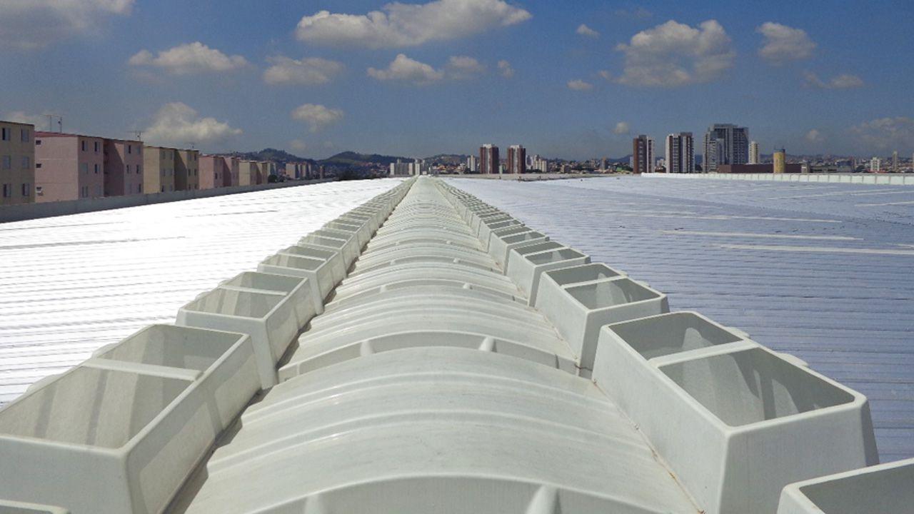 Exemplo de galpão industrial com domos exaustores 70.